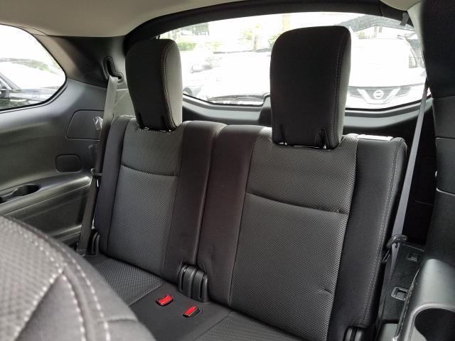 2017 Nissan Pathfinder S 10