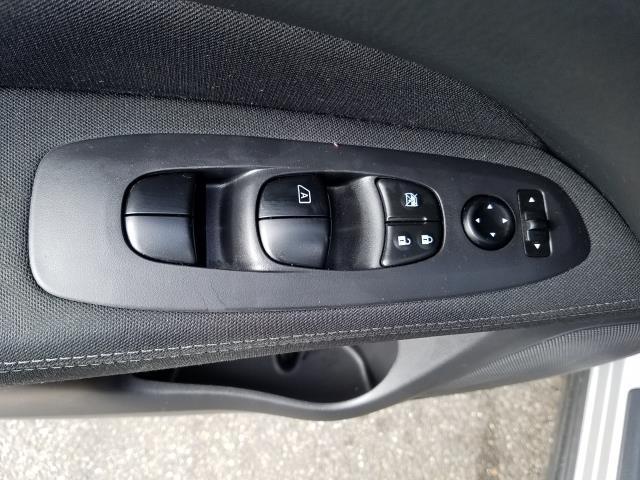 2017 Nissan Pathfinder S 13