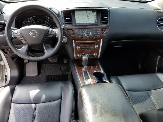 2017 Nissan Pathfinder Platinum 10