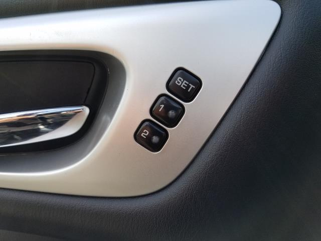 2017 Nissan Pathfinder Platinum 13