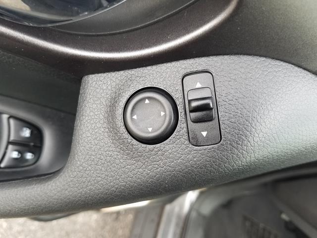 2016 Nissan Rogue AWD 4dr SV 17