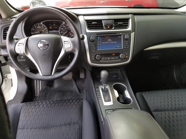 2017 Nissan Altima 2.5 SV Sedan 10