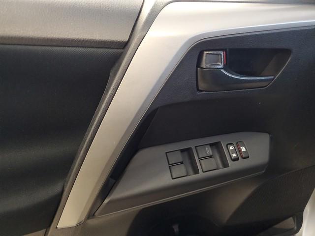 2017 Toyota Rav4 LE 12