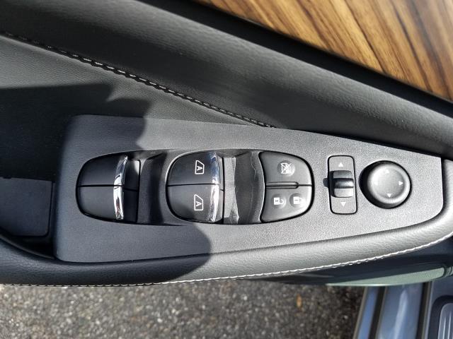 2017 Nissan Maxima Platinum 11