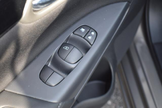 2016 Nissan Sentra 4dr Sdn I4 CVT SV 18