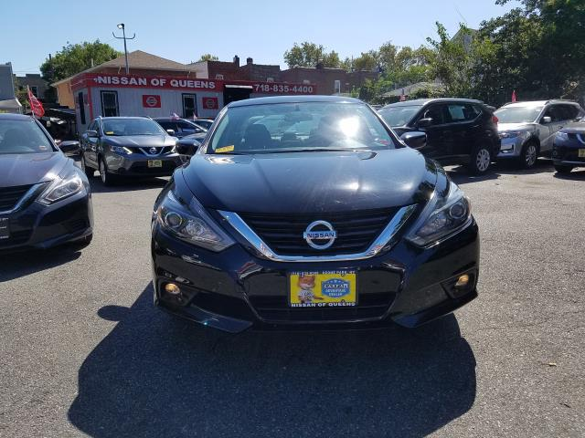 2017 Nissan Altima 2.5 SR Sedan 8