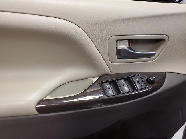 2017 Toyota Sienna XLE Premium 16