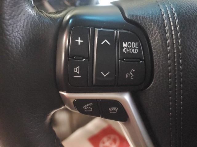 2017 Toyota Sienna XLE Premium 19