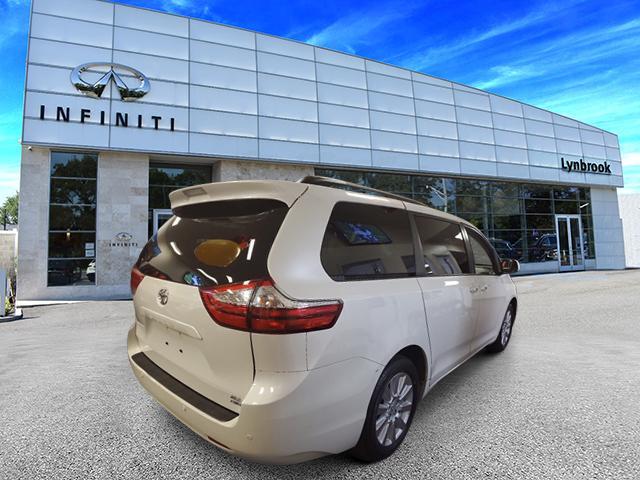 2017 Toyota Sienna XLE Premium 3