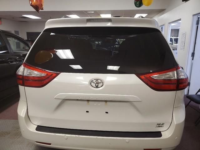 2017 Toyota Sienna XLE Premium 4