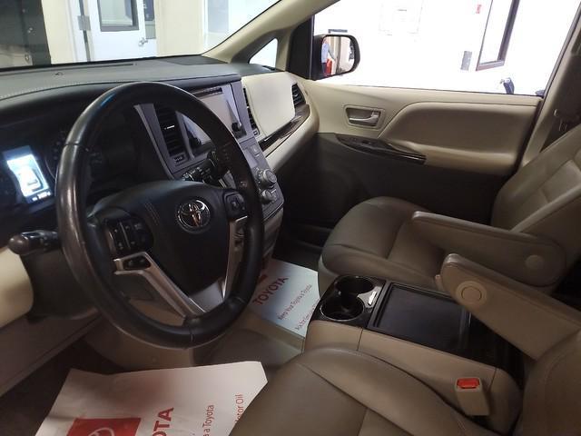 2017 Toyota Sienna XLE Premium 14