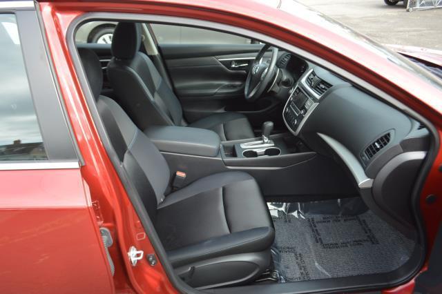 2017 Nissan Altima 2.5 SR Sedan 13