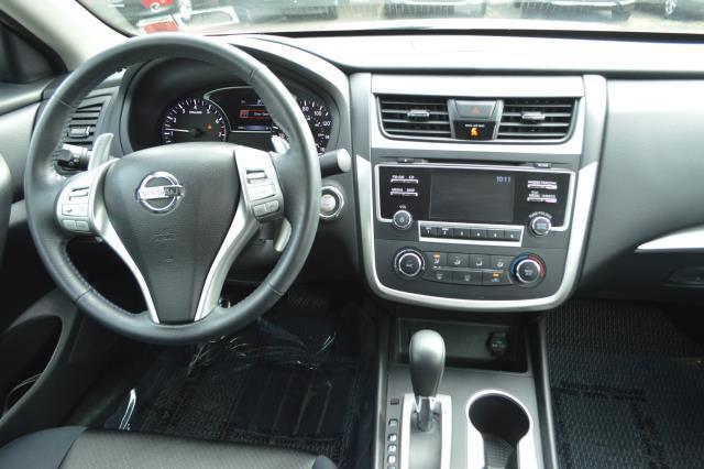 2017 Nissan Altima 2.5 SR Sedan 17