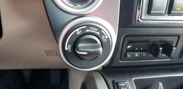 2016 Nissan Titan Xd 4WD Crew Cab SL Diesel 27