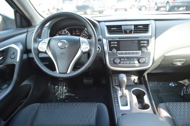 2016 Nissan Altima 4dr Sdn I4 2.5 SV 17