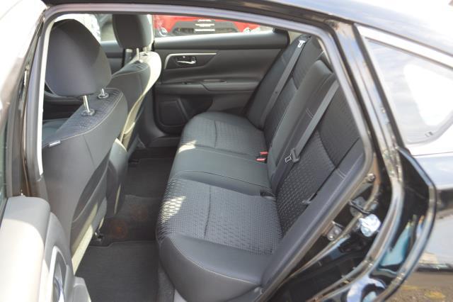 2016 Nissan Altima 2.5 SV 9