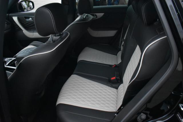 2017 INFINITI QX70 AWD 12