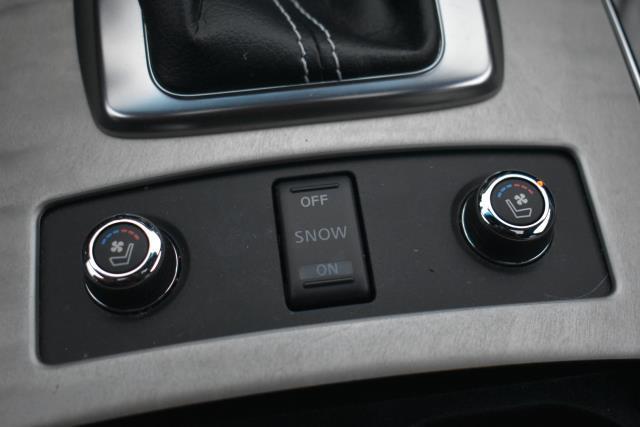 2017 INFINITI QX70 AWD 25
