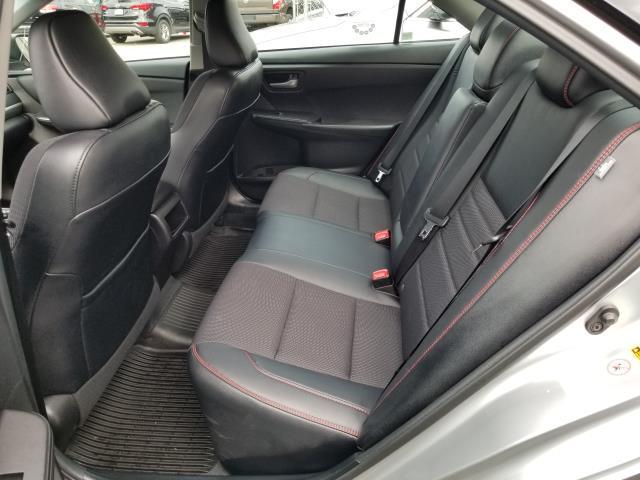 2017 Toyota Camry SE Auto (Natl) 9
