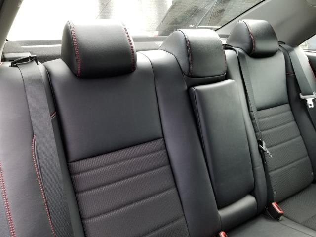 2017 Toyota Camry SE Auto (Natl) 16