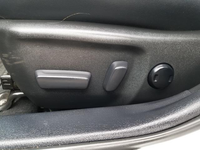 2017 Toyota Camry SE Auto (Natl) 19