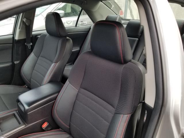 2017 Toyota Camry SE 10