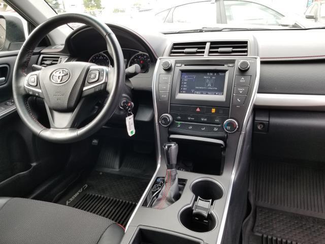 2017 Toyota Camry SE 17