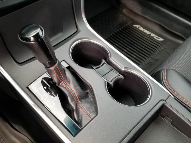 2017 Toyota Camry SE 23