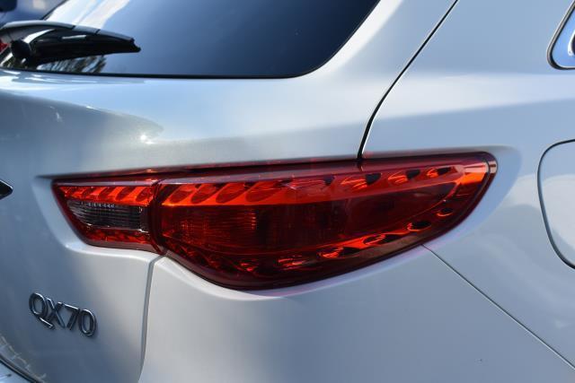 2016 INFINITI QX70 AWD 4dr 10
