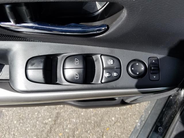 2019 Nissan Kicks SV 14