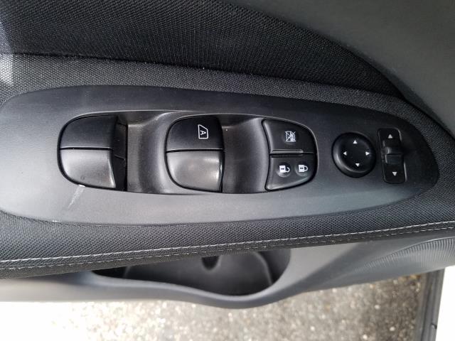 2017 Nissan Pathfinder 4x4 S 16