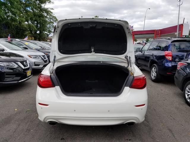 2016 INFINITI Q70 4dr Sdn V6 AWD 4