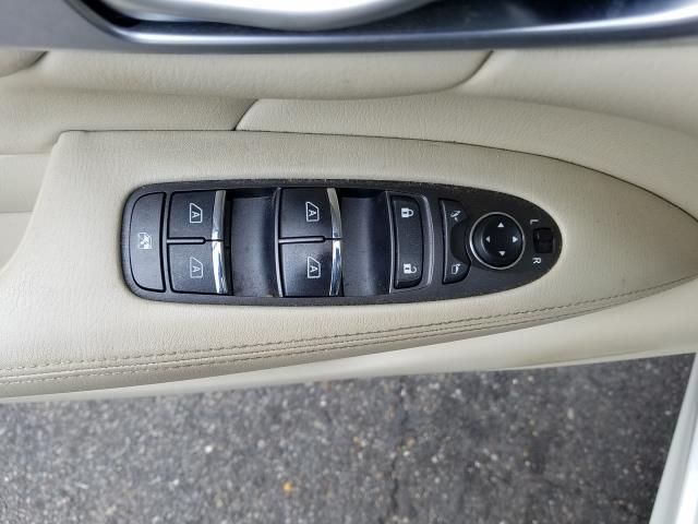 2016 INFINITI Q70 4dr Sdn V6 AWD 14