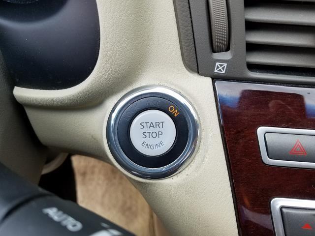2016 INFINITI Q70 4dr Sdn V6 AWD 26