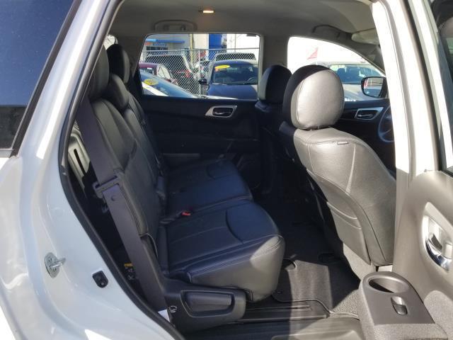 2017 Nissan Pathfinder SV 15