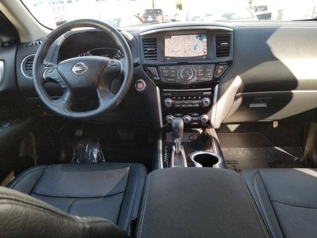 2017 Nissan Pathfinder SV 19