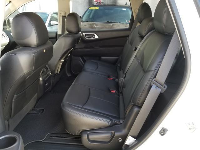 2017 Nissan Pathfinder SV 9