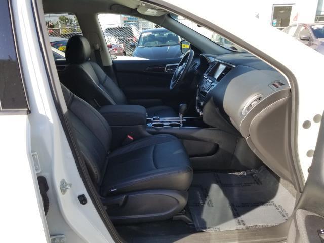 2017 Nissan Pathfinder SV 14