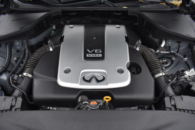 2016 INFINITI Q70 4dr Sdn V6 AWD 8