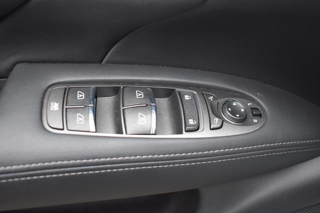 2016 INFINITI Q70 4dr Sdn V6 AWD 17