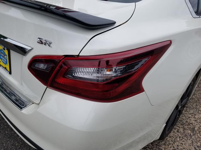 2017 Nissan Altima 2.5 SR Sedan 8