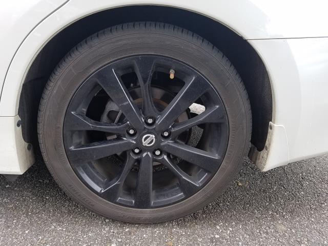 2017 Nissan Altima 2.5 SR Sedan 9