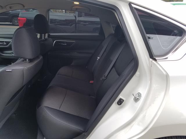 2017 Nissan Altima 2.5 SR Sedan 11