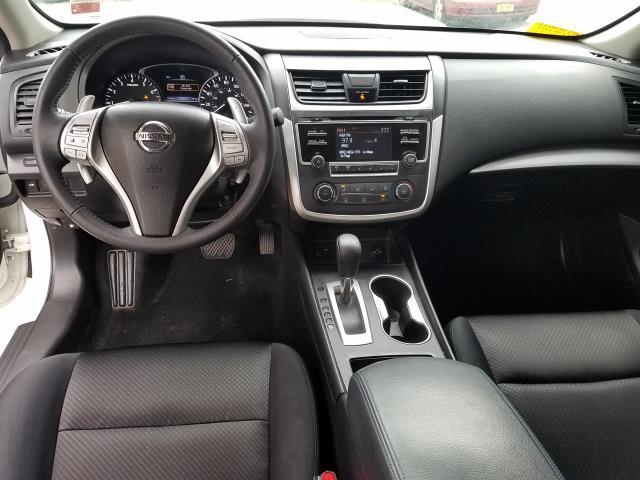 2017 Nissan Altima 2.5 SR Sedan 12