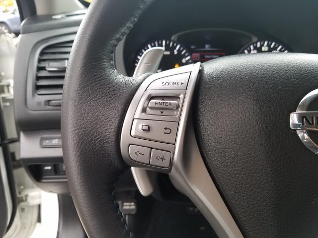 2017 Nissan Altima 2.5 SR Sedan 19