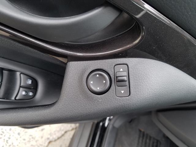 2019 Nissan Rogue AWD S 17