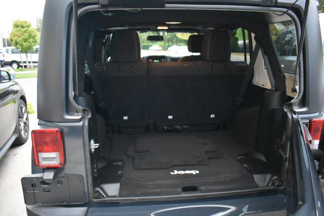 2016 Jeep Wrangler Unlimited Sahara 8