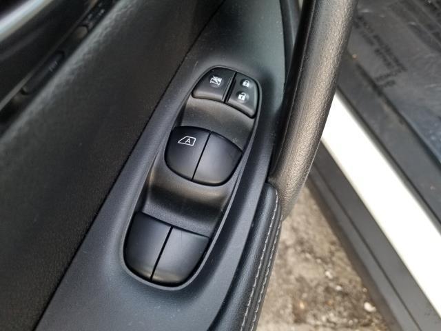 2017 Nissan Rogue 2017.5 AWD S 18