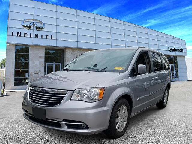 2016 Chrysler Town & Country Touring 0