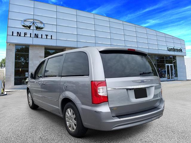 2016 Chrysler Town & Country Touring 2